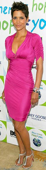 Halle Berry looks perfect in HOT pink