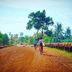 On their way home 🏡 • #tttspic #tttstravel #vsco #vscocam #vscotravel #wanderlust #travelling #featuremeofh #ftmedd #seamyphotos #tangledinfilm #featuremePF #seekingthestars #expofilm3k #beautifulcambodia #tropicaladdicted #quoteawayy #worldtravelbook #VN_Travels #eyefeast #ourmoodydays #randommagazines #eyefeast #moodygrams #moodytoning #themoodoflife #expofilm3k #quietthechaos #shotzdelight #enlightsolutions