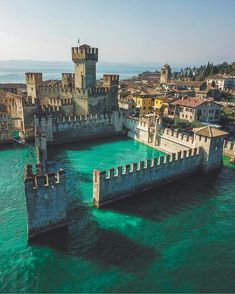 Castle in the water. Italy. Pic by @michaelpezzaioli
