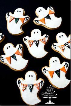 Des biscuits fantômes avec des fanions