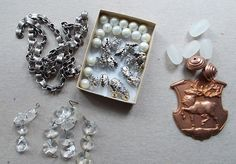 Work Table Wednesday: Removed some things from the messy worktable so that I could focus just on these! Some bookchain and bead caps from B'Sue Boutique and the old rose ox satellite beads are some of my faves! Love incorporating B'Sue Boutiques pieces with vintage. https://www.etsy.com/shop/LilisGems