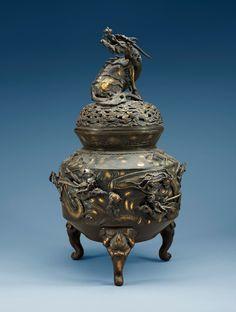 A Japanese bronze censer, Meiji (1868-1912).
