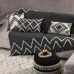 Τα έθνικ σχέδια δίνουν ξεχωριστό αέρα στο καθιστικό ενώ το μαύρο θα αποτελεί μια διαχρονική επιλογή. Humble Abode, Youth, Throw Pillows, Bed, Furniture, Black, Home Decor, Patterns, Living Room