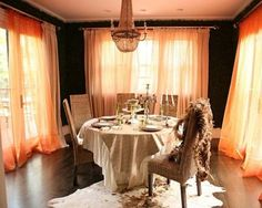 For an ultimate soft and serene look, choose a romantic setting for your dining room and garnish it with some breezy looking coral peach curtains. Room, Interior, Romantic Room Design, Romantic Room, Orange Curtains, Home Decor, Dining Room Decor, Elle Decor, Interior Design