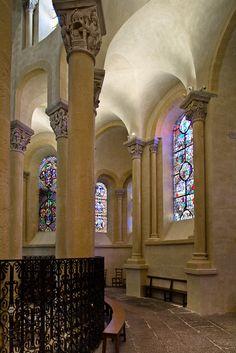 Ambulatory, Notre Dame du Port, Clermont-Ferrand (Puy-de-Dôme) Photo by PJ McKey