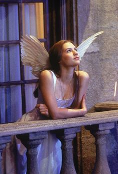 Claire Danes, from Romeo + Juliet. Adore this dress. Have black feather wings, will travel. Pretty People, Beautiful People, Beautiful Film, Stunningly Beautiful, Romeo Juliet 1996, Romio Juliet Movie, Romeo And Juliet Costumes, Romeo Und Julia, Kubo And The Two Strings