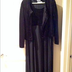 """NWOT velvet jacket/ flowing dress sz12 This black outfit has a jacket that has a tie in the back. The top of the dress and jacket material is like a crushed velvet. So gorgeous! The long flowing bottom of the dress material is a black crepe like. Perfect for the holidays that are pounding their way here so fast!  I'm 5'2"""" and it comes to my ankles. Dresses"""