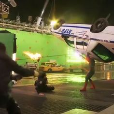This is how they filmed stunts in The Amazing Spiderman. This is how they filmed stunts in The Amazing Spiderman. Avengers Humor, Marvel Avengers, Funny Marvel Memes, Marvel Jokes, Dc Memes, Marvel Dc Comics, Marvel Heroes, Spiderman Marvel, Spiderman Electro