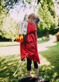 """Raketenrucksack aus """"DIY - sei dabei! Kreativ Verkleiden"""" von Kluntjebunt / Bernadette Burnett im Coppenrath Verlag Cool Costumes, Harajuku, Winter Hats, Tutorials, Content, Space, Fashion, Panelling, Carnavals"""