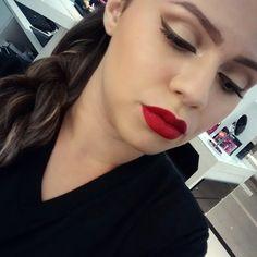 Cut crease em tons de marrom da @gessikapontes, do Beauty ateam da NYX do Shopping RioMar de Fortaleza. Para finalizar o look diva, Soft Matte Lip Cream Monte Carlo