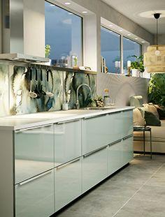 Cuisine verte avec coin repas et ouverte sur la pi ce de - Kallarp cucina ikea ...