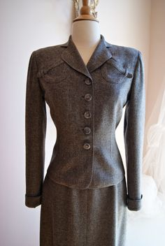 05e5d54717e 40s Womens Suit    Vintage Suit    Vintage 1940s Grey Suit by Davidow  London Paris New York Size S