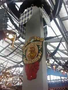 Logo der Festhalle: Wer ohne Reservierung noch einen Sitzplatz ergattern will,...