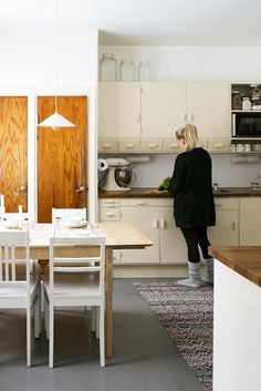 kuva Home Interior, Interior Styling, Interior Design, 50s Style Kitchens, Kitchen Dining, Kitchen Decor, Kitchen Ideas, Living Etc, Retro Home