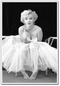 Marilyn Monore Ballerina. Toats have this pinned on my wall. Haha, get it? Pinned? No?