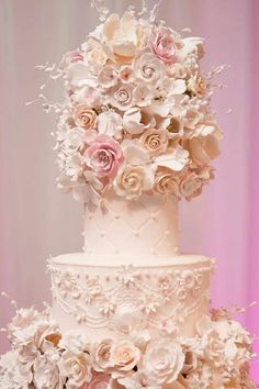 Very delicate wedding cake.