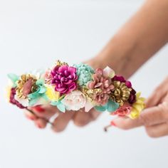 Coloreando sueños #sisterstocados #tocados #diademas #diademasdeflores #headband #hairaccessories #hairband #headpiece #diademasdeflores #invitadas #invitadaboda #invitadaperfecta #weddingguest #wedding #bodas #muysisters