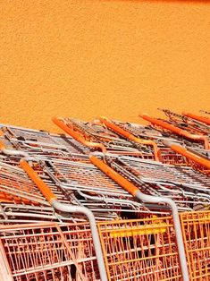wundervolle Nahaufnahme von orangenen Einkaufswagen #orange #allorange #monochrome #orangeneinspiration Rainbow Aesthetic, Orange Aesthetic, Aesthetic Colors, Aesthetic Photo, Aesthetic Pictures, Autumn Aesthetic, Mellow Yellow, Orange Yellow, Orange Color