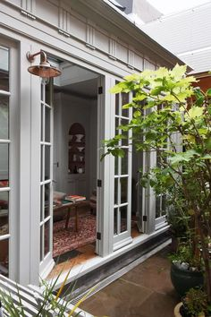 A restored weavers' house in Spitalfields – The Best DIY Outdoor Christmas Decor Garden Care, Townhouse Garden, London Garden, Modern Garden Design, Landscape Design, Christmas Decorations For The Home, Outdoor Spaces, Outdoor Decor, Georgian Homes