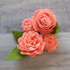Felt Flower Wreaths, Paper Flowers Diy, Handmade Flowers, Flower Crafts, Fabric Flowers, Felt Flower Diy, Felt Flowers Patterns, Felt Flower Tutorial, Bow Tutorial