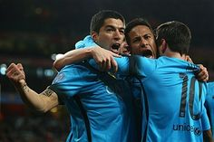 Arsenal FC v FC Barcelona - UEFA Champions League Round of 16: First Leg