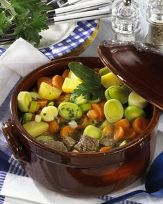 Pichelsteiner-Eintopf Our popular recipe for Pichelsteiner stew and more than other free recipes at LECKER. Casserole Dishes, Casserole Recipes, Healthy Dishes, Healthy Recipes, Free Recipes, A Food, Food And Drink, Vegetable Soup Healthy, Yum Yum Chicken