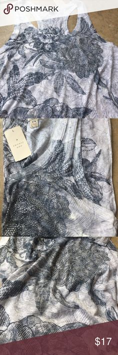 Floral tank top Brand new tank top with tags attached. Tank top is long! Never worn! Excellent condition.  -bundle and save -all offers accepted -please feel free to ask any questions Forever 21 Tops Tank Tops