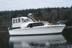 LUXURY OWENS 40 FT YACHT  Mine was a 34 foot but looked the same,  great old boat.