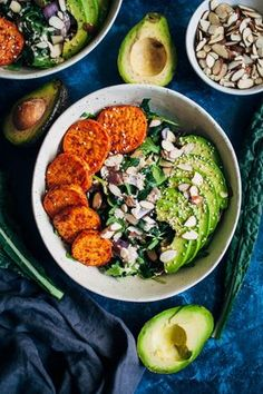 This chipotle sweet potato bowl is the perfect meal for early fall – farmer'… This chipotle sweet potato bowl is the perfect meal for early fall – farmer's market kale and sweet potatoes topped with a smoky tahini peppercorn dressing. Lunch Recipes, Whole Food Recipes, Vegetarian Recipes, Cooking Recipes, Healthy Recipes, Fall Recipes, Vegan Meals, Diet Recipes, Easy Cooking