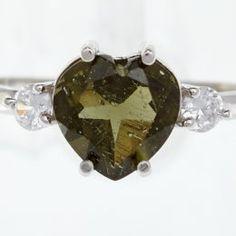 Stříbrný prsten s vybroušeným jihočeským vltavínem ve tvaru srdce. Na levé i pravé straně jsou umístěny zirkony. Velikost vltavínu: 8 mm Velikost : 54, Materiál: Stříbro 925/1000, rhodiovaný povrch zabraňující oxidaci a černání. Hmotnost šperku: 2,06 g Christmas Bulbs, Holiday Decor, Christmas Light Bulbs
