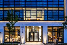 Haus 14 + 26 is the latest completed project of the ever expanding Neuen Balan Campus, Munich. Facade Lighting, Linear Lighting, Office Lighting, Exterior Lighting, Lighting Design, Downlights, Munich, Offices, Environment