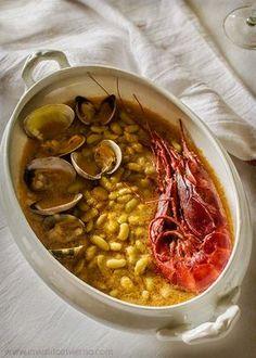 Verdinas beans with seafood - a traditional Asturian dish Spanish Stew, Spanish Food, Fish Recipes, Seafood Recipes, Basque Food, Spanish Kitchen, Tapas, Gula, Fish And Seafood
