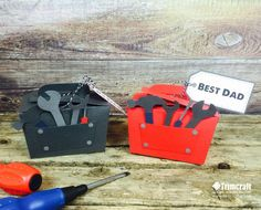 These fun tool box gift boxes are perfect for wrapping up small Father's Day gifts for your dad. With our free printable template, this is handmade gift for the man who has everything… Templates Printable Free, Card Templates, Printables, Kids Tool Box, Rena, Felt Gifts, Construction Party, Fathers Day Crafts, Masculine Cards
