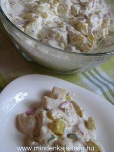 Egy hidegtálkészítő ismerősöm árulta el egyszer, hogy a népszerű krumplisalátájuknak az a titka, hogy a majonézt uborka lével öntik föl. Ettől kellemesen savanykás és egyben pikáns is . Azóta én is így készítem itthon. Hozzávalók1 kg salátába való…