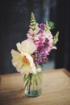 love this delicate floral arrangement from G // photo by #Flower Arrangement