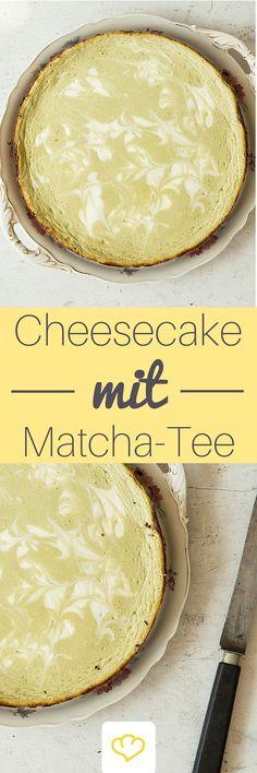 Dieser Cheesecake mit Matcha-Tee ist der beste Beweis dafür, dass das giftgrüne Pulver aus Japan nicht nur als Tee schmeckt, sondern sich auch hervorragend zum Backen eignet!