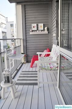 gem tliche sitzecke f r einen kleinen balkon balkon pinterest. Black Bedroom Furniture Sets. Home Design Ideas