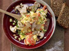 Geröstete Steinpilze - mit Tomaten-Rührei - smarter - Kalorien: 299 Kcal - Zeit: 30 Min. | eatsmarter.de