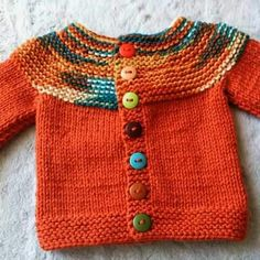 Der neue Haraşo And Straight Knitted Easy Cardigan Made From The Neck . Baby Cardigan Knitting Pattern Free, Kids Knitting Patterns, Knitted Baby Cardigan, Knitted Baby Clothes, Hand Knitted Sweaters, Knitting For Kids, Baby Patterns, Diy Crafts Knitting, Crochet Baby