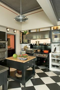 How cool is this kitchen!?!?!!