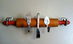 Vintage silverware bent into hooks and mounted on an antique rolling pin for hanging kitchen storage. What a cute DIY piece- with instructions!
