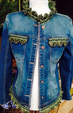 Exclusividad #jeans #elrincondemama Blue Jean Jacket, Lace Jacket, Blue Denim, Blue Jeans, Customised Clothes, Denim Ideas, Recycle Jeans, Pakistani Dresses, Denim Fashion