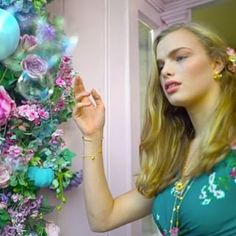 🌿🌸:: Step inside the whimsical world of Bill Skinner. Fashion Videos, London Eye, Step Inside, Enchanted, Whimsical, Bubbles, Jewellery, World, Floral