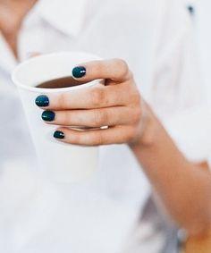 Blauer Nagellack, elegant Blue nail polish, elegant Sea green nail polish withEssie Nail Polish 902 BloThis nail polish was be Teal Nails, Orange Nails, Nails Turquoise, Emerald Nails, Peacock Nails, Hair And Nails, My Nails, Beauty Nails, Hair Beauty