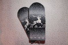 Hand-made mittens with deer pattern for men by LanaNere on Etsy