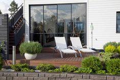 Kastelli Villa Roosa - piha Terrace Garden, Garden Paths, Terrace Ideas, Concrete Stone, Green Garden, Outdoor Furniture, Outdoor Decor, Garden Inspiration, Sun Lounger