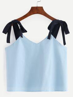 ¡Cómpralo ya!. Blue Lace Up Shoulder Color Block Crop Top. Blue Polyester Cute Colorblock V Neck Fabric has no stretch Summer Tank Tops & Camis. , topcorto, croptops, croptops, croptop, topcrop, topscrops, cropped, bailarina, topbailarina, corto, camisolacorta, topcortoestilobandeau, crop, bralet, strappybralet, bandeautop. Top corto  de mujer color azul marino de SheIn.