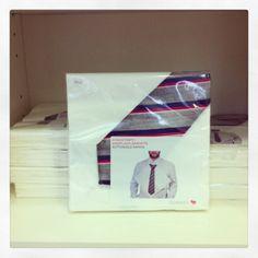 Tovallons de paper amb corbata incorporada