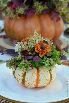 An Alfresco Fall Table with Blooming Pumpkins - Thanksgiving Decorations Diy Pumpkin Vase, Pumpkin Flower, Mini Pumpkins, Diy Pumpkin, Fall Pumpkins, Pumpkin Bouquet, Pumpkin Arrangements, Fall Flower Arrangements, Pumpkin Centerpieces
