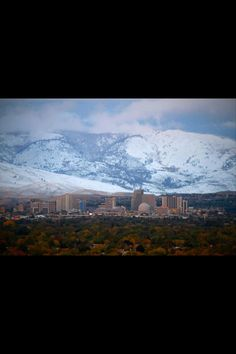 Reno Nevada My hometown~ look at those mountains !